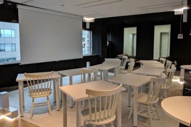 エントランス側に配置された共有スペースは、イベントスペースとしても利用可能