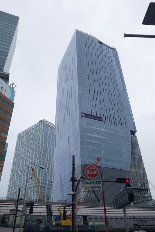 駅前に建設中の渋谷スクランブルスクエア 東棟。やや左奥が渋谷ストリームで、左上に見切れているのが渋谷ヒカリエ