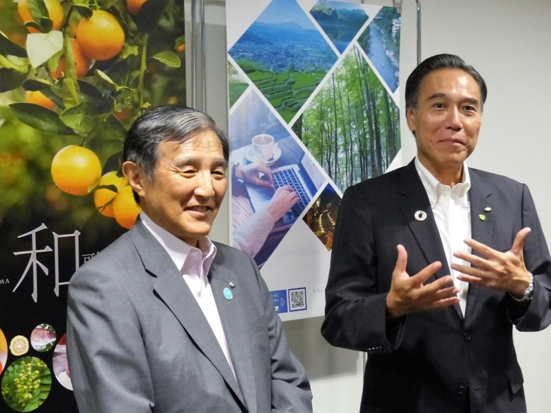 長野県・阿部守一知事(右)と和歌山県・仁坂吉伸知事(左)。(7月18日に行われた「ワーケーション・スタートアップ宣言」署名式のあとのぶら下がり会見で)