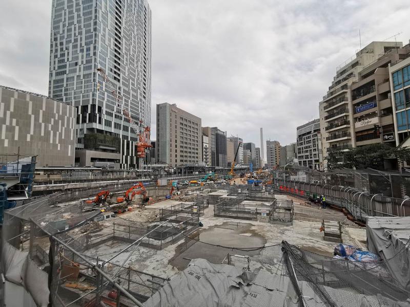 渋谷駅桜丘口地区の再開発現場。解体作業が大詰め。かなり広いエリアをまとめて再開発している。左奥は渋谷ストリーム、その手前がJR。そのJRの上に改札口ができるものと思われる