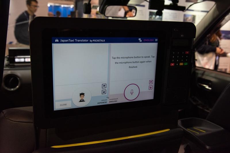 京都で実証実験中の音声認識・翻訳機能を備えた「JapanTaxiタブレット」。決済や広告表示といった機能を備える製品はすでに全国で利用されているが、翻訳機能付きのタブレットは2020年夏ごろまでの展開を目指す