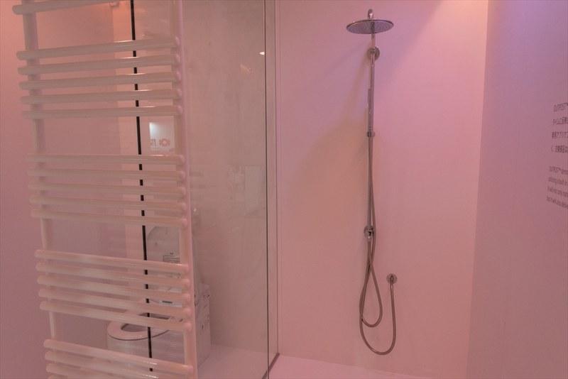 トイレやシャワールームでは、水循環装置の使用が想定されている
