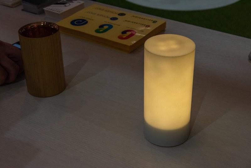 同じくベルデザインの持ち運び可能な照明「LUX」