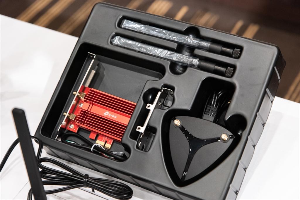 パッケージには外部アンテナに加え、ロープロファイルブラケットが同梱される