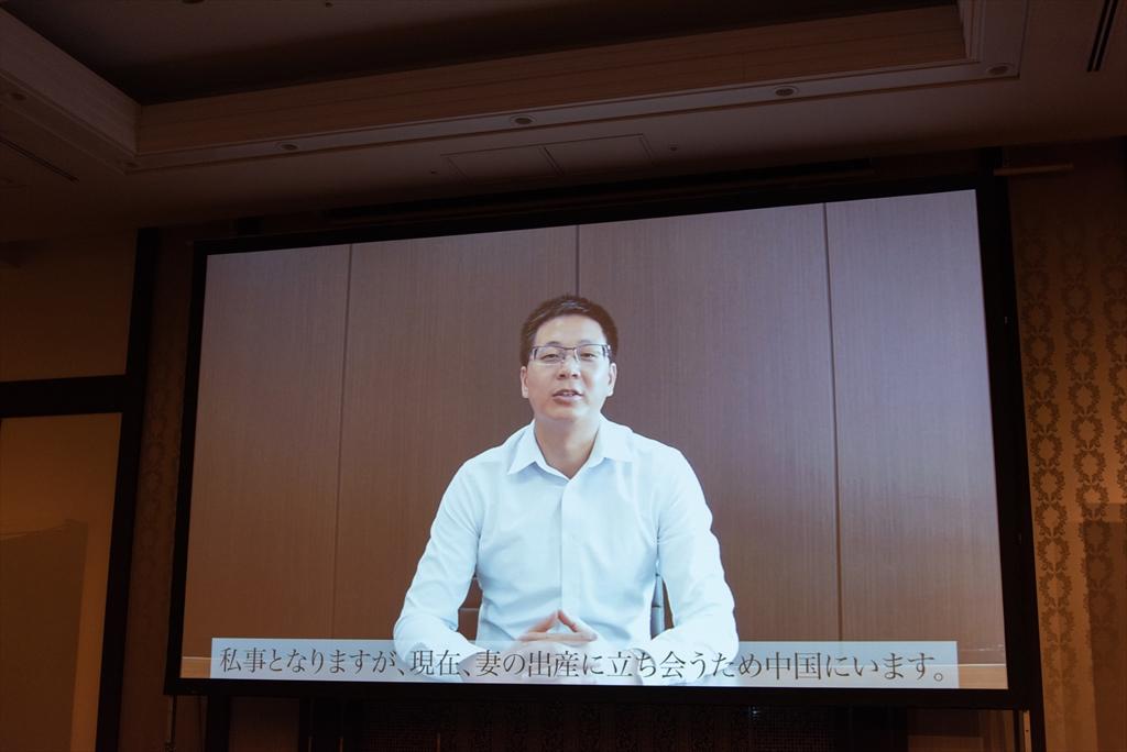 ティーピ―リンクジャパン株式会社社長の李超毅氏は、妻の出産に立ち会うため中国に帰国しており、ビデオメッセージで登場