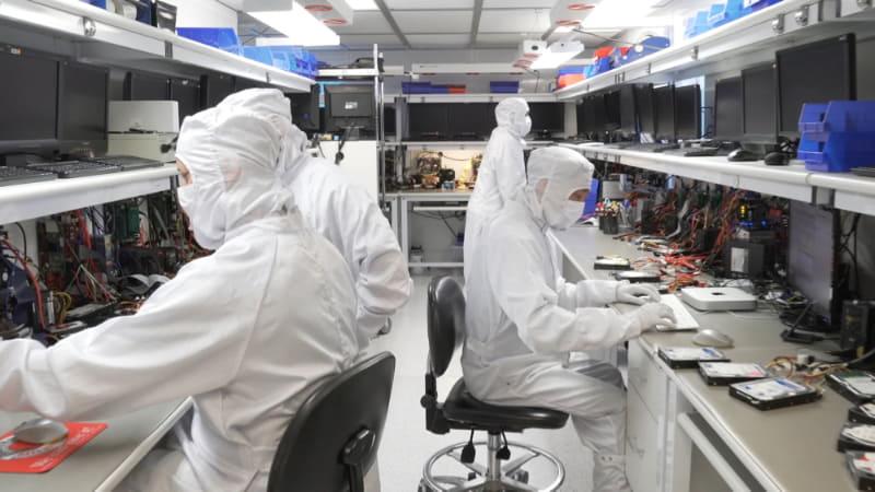 復元作業は全てカリフォルニア本社の専用施設で専門の技術者が行う