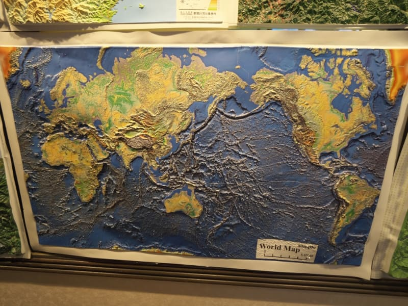 「カシミール3D」開発者の杉本智彦氏の協力により作られた立体世界地図