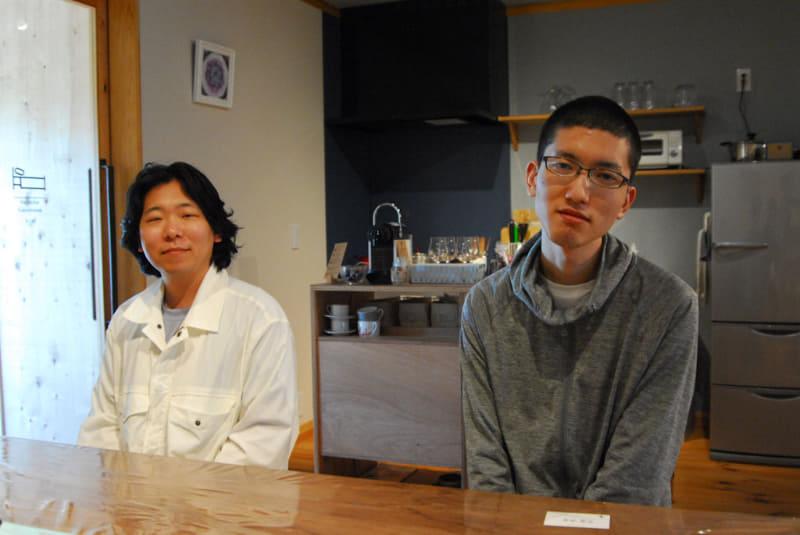WMPに参加しているサイバートラストの山根大典氏(左)と杉浦開氏と(右)
