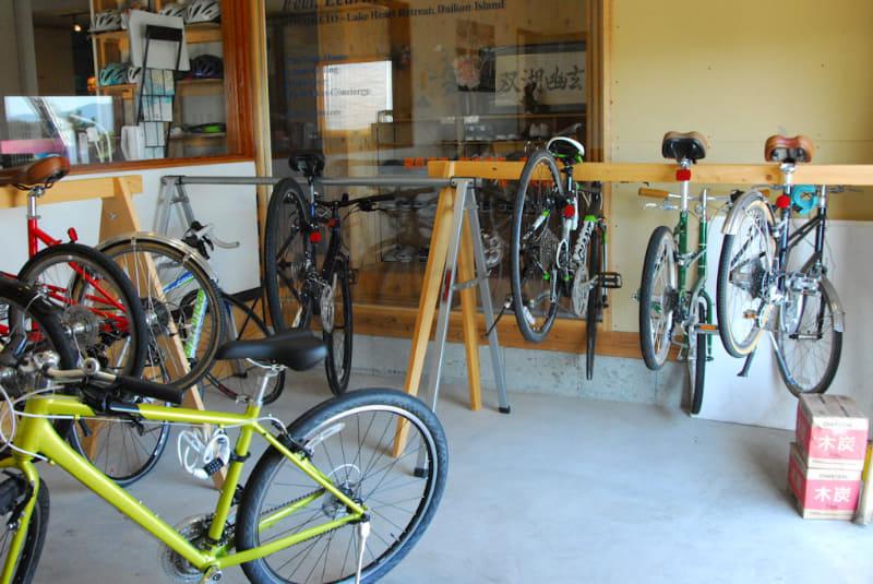 「ココリト」では、レンタルサイクルも行っている。近くには、テレビCMで有名になった「ベタ踏み坂」の江島大橋があり、自転車で登る参加者も多いという