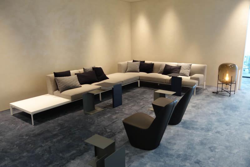 こちらも会議室フロアの待合スペース。もうここでいいんじゃないかな、というくらいくつろげそう