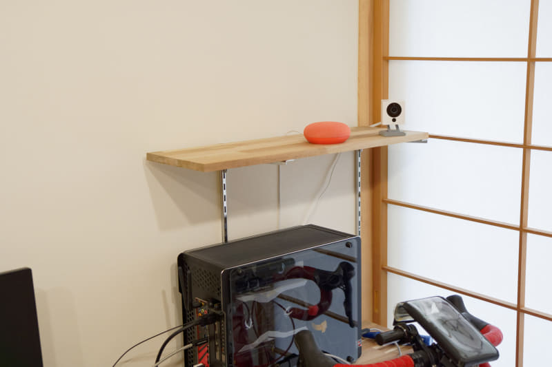 スタンドで設置した仕事部屋のカメラ