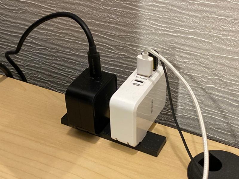 USB PDに環境を統一したことでノートPC、スマホ、タブレット類の充電は非常に容易になった。ポート数がもう少し多い充電器が登場すれば言うことはない