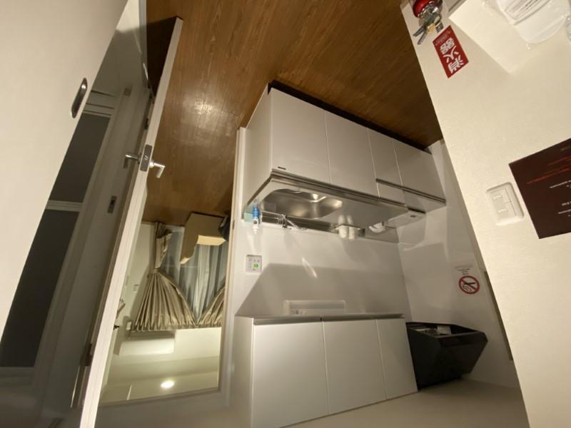 今回筆者が宿泊したウィークリーマンションタイプの物件。築2年と新しい物件だが、キッチンなどが付属して1泊6000~6500円程度