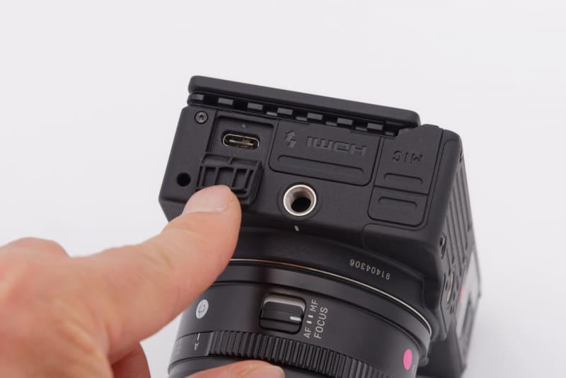 USB Type-Cポートを側面に用意