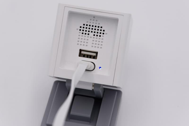 5. <br>SETUPボタンをそのまま押し続け、電源ポート横のLEDが明るい青色で点灯したら指を離す