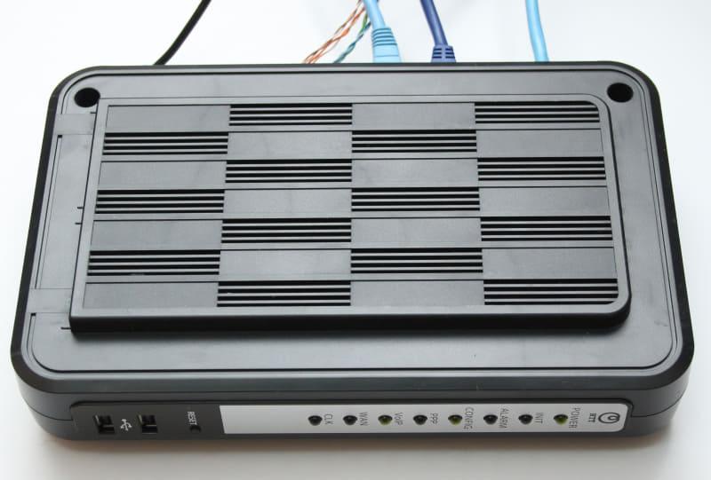 IP電話のために必要なルーター兼IP電話のゲートウェイ「Netcommunity OG400Xi」