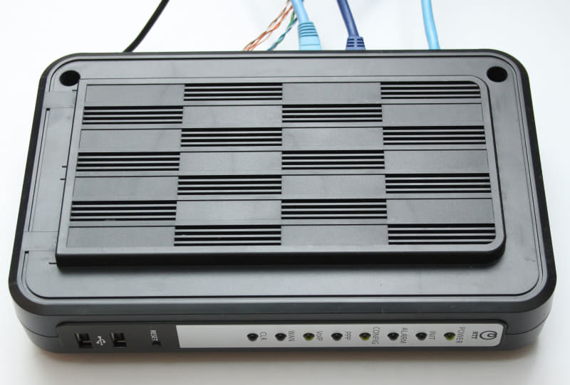ルーター兼IP電話のゲートウェイの「Netcommunity OG400Xi」