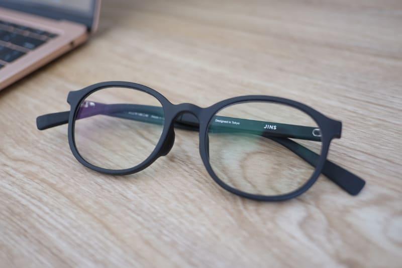 ブルーライトカットメガネ。体感的には目の負担が軽くなった