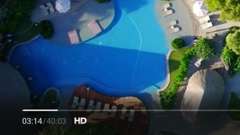 4Kコンテンツでも再生直後は、HD画質から再生される。情報表示させると、画面左下の表示で確認できる