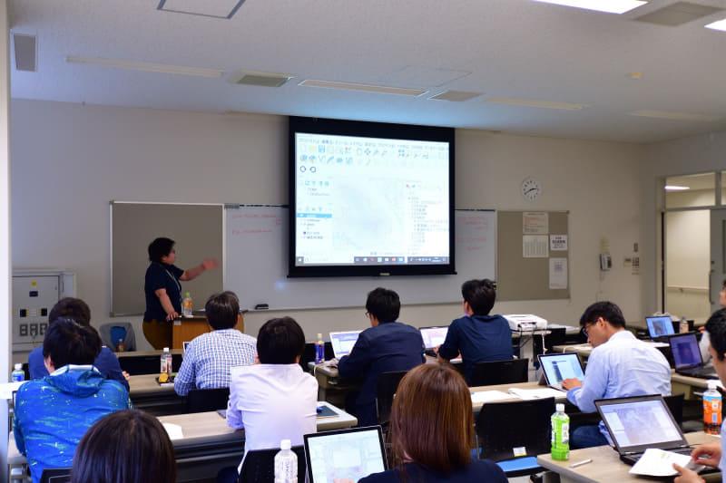FOSS4GではQGISなどソフトウェアのハンズオンセミナーも開催される
