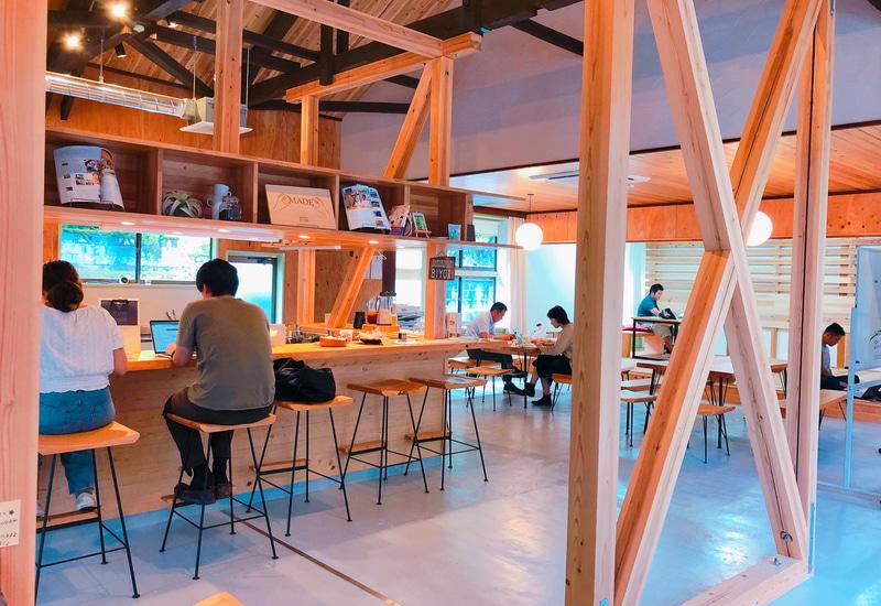 下北山村にあるコワーキングスペース「BIYORI」は施設利用料500円/日。シェアキッチンやコーヒースタンドも有り