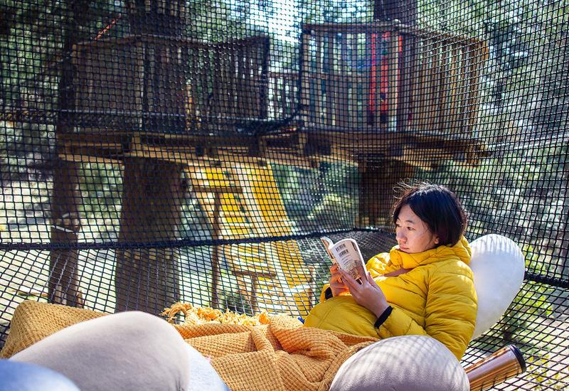 今年、十津川村にオープンしたばかりの観光施設「空中の村」。3歳から100歳まで楽しめるアート×アスレチック×憩いの場