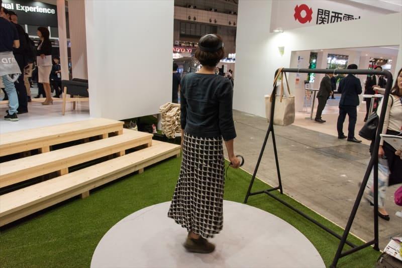 会場にコンパクトな住宅型ブースを設置し、VRによるデモや複数メーカーのソリューション紹介を実施していた