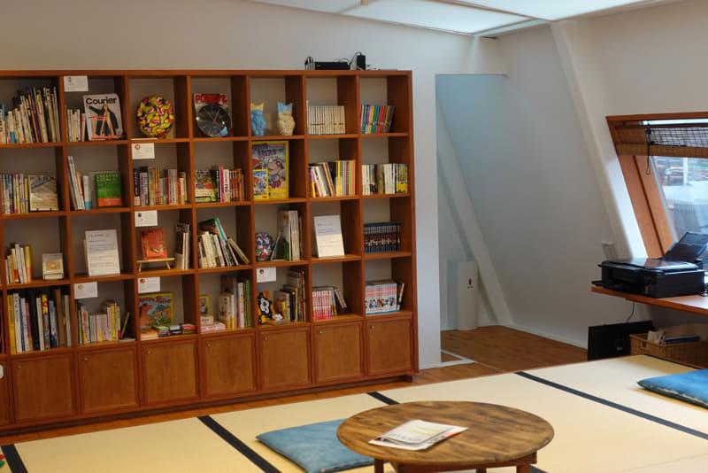 書斎スペースには本棚も
