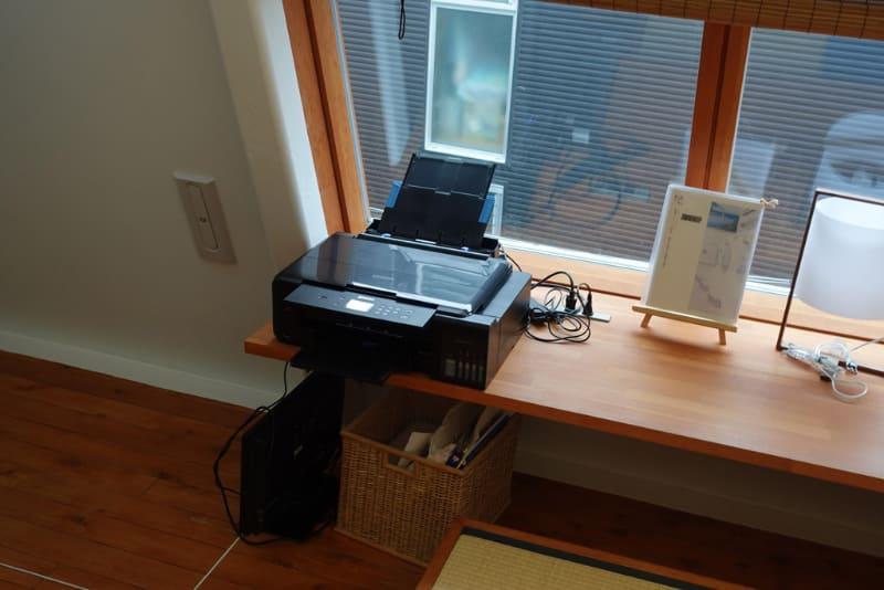 印刷用のプリンターと貸出用ディスプレイ