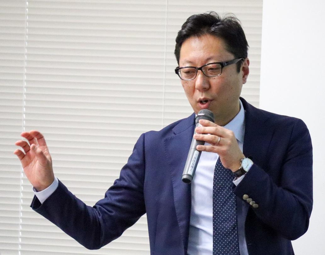 デジタルデータソリューション株式会社取締役COOの上谷宗久氏。2000年に精密研磨材メーカーのMipox株式会社入社。同社台湾支店長や海外子会社の代表取締役を歴任。2017年3月、デジタルデータソリューション株式会社取締役COOに就任
