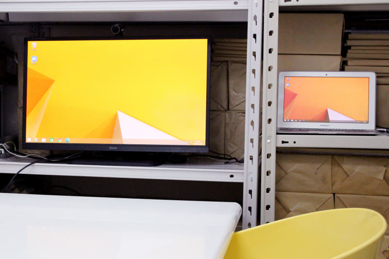 現在、会議室ではノートPCを常時起動させて、すぐZoomができる状態にしている