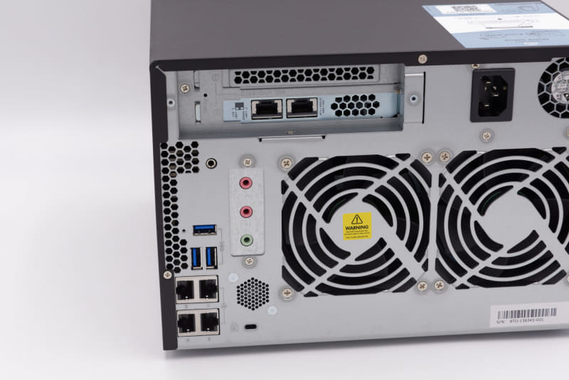 PCIeスロットに2ポートの10GBASE-Tを用意。1GbEも4ポート備える
