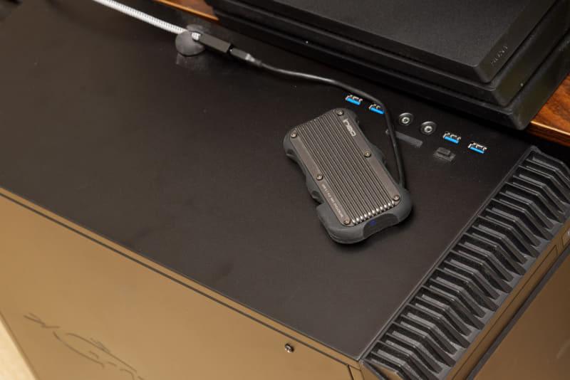 デスクトップPCやノートPCに接続し、作業スペースとして使用しているUSB 3.1 Gen2(10Gbps)の外付けストレージ