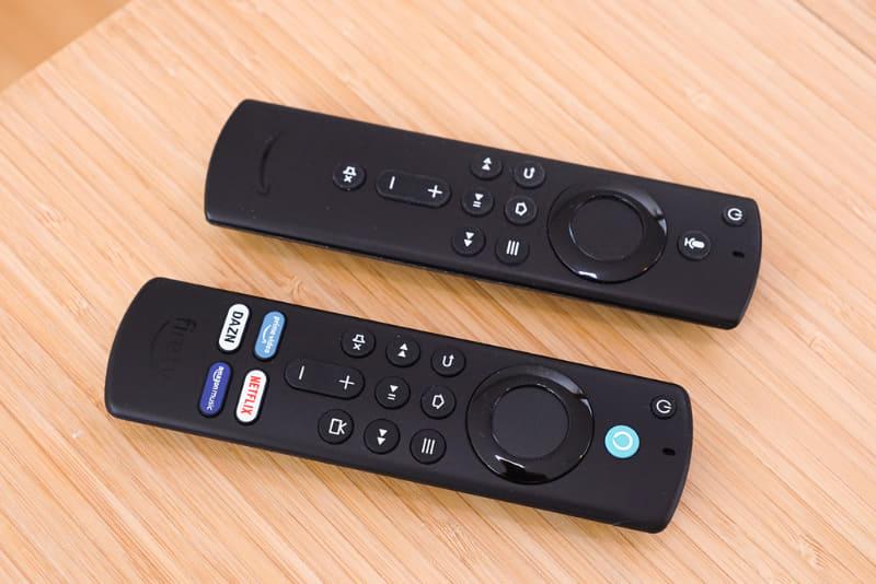新しくなった「Alexa対応音声認識リモコン(第3世代)」(手前側)と、「Alexa対応音声認識リモコン(第2世代)」(奥側)