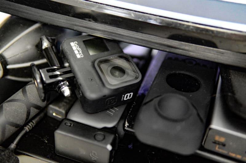 モニタースタンド周りは小型カメラ置き場に