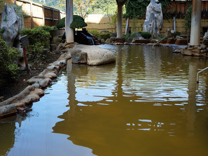 「裾花峡天然温泉宿 うるおい館」の露天風呂
