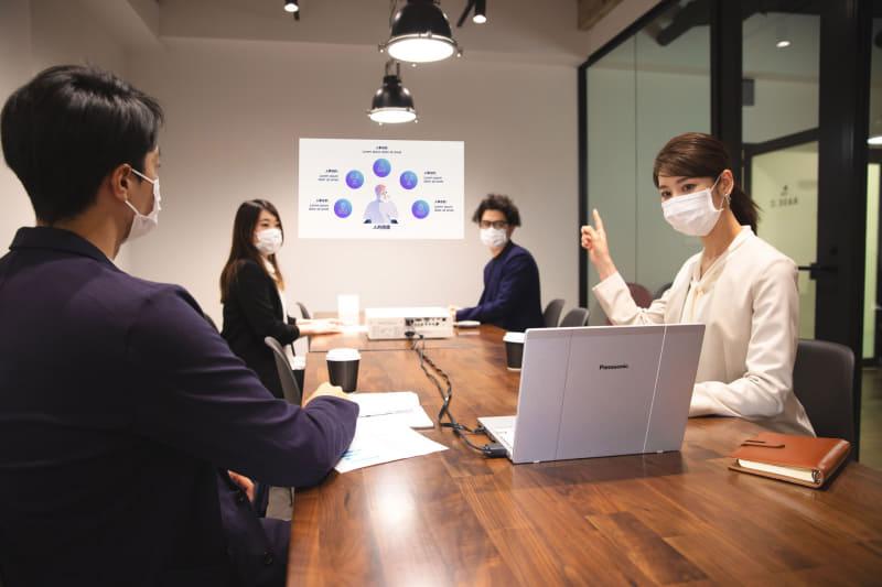新たに搭載した機能「COMFORTALK」により、ウェブ会議などでの音声でのやりとりがスムーズに