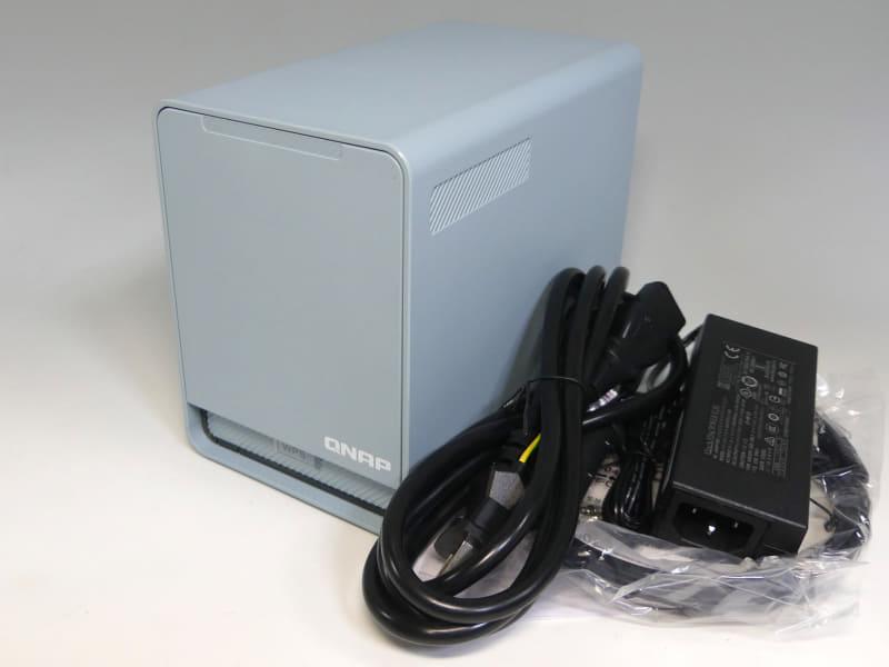 NAS機能を統合した「QMiroPlus-201W」。2.5インチ対応ベイを2基搭載する