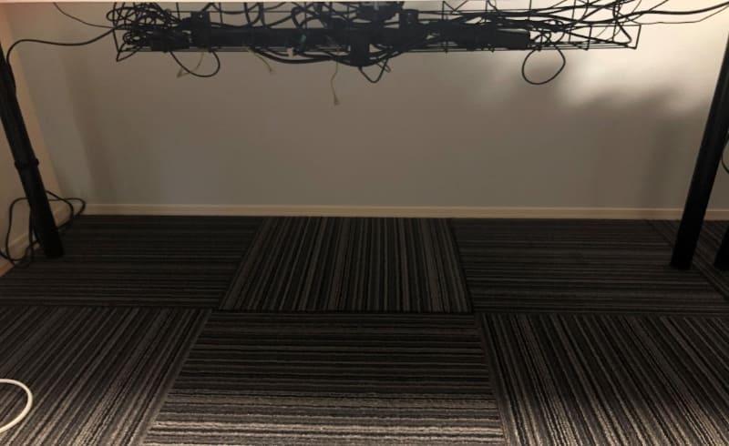 机の裏の配線