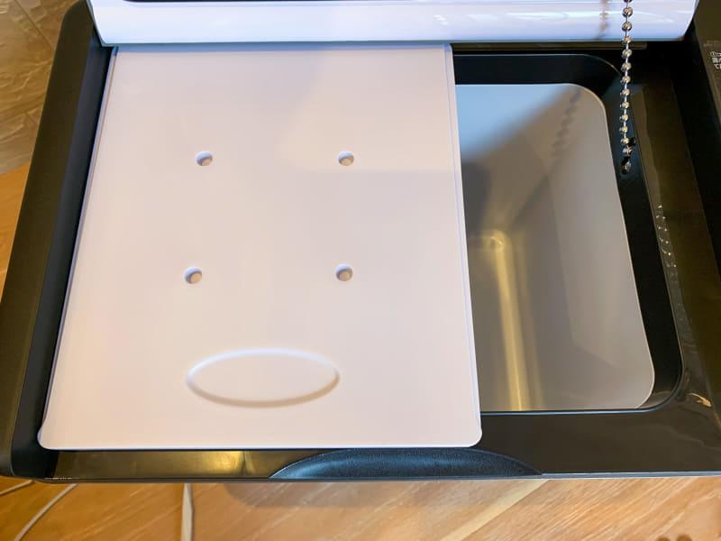 仕切り板は脱着可能。まな板としても利用できる