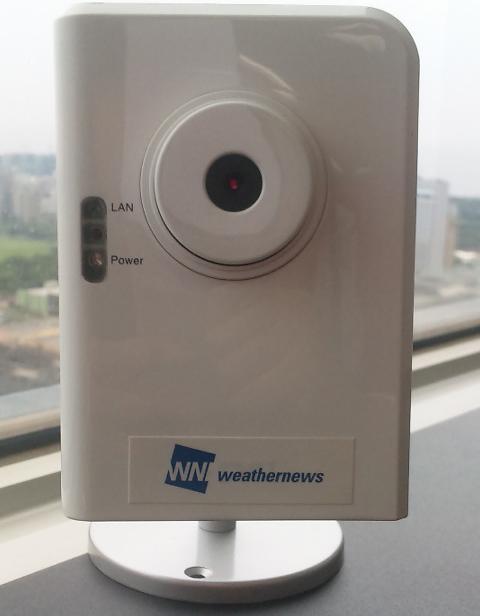 設置するWebカメラ。下部にLANポートを装備