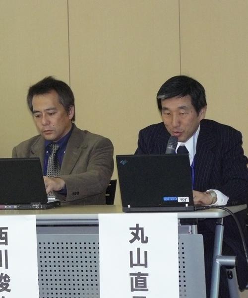 (右から)JPNICの丸山直昌氏、倉敷市の西川俊作氏