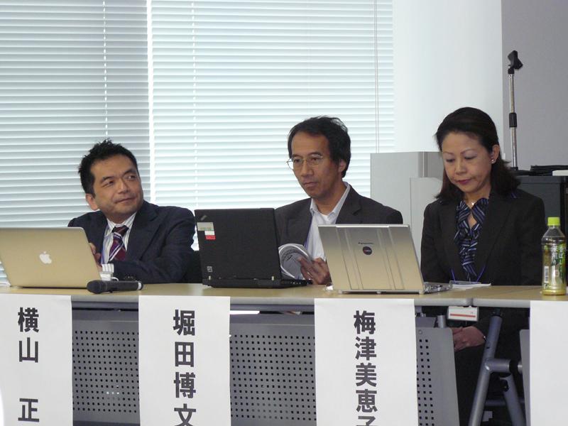 (右から)ドメイントレードの梅津美恵子氏、JPRSの堀田博文氏、インターリンクの横山正氏