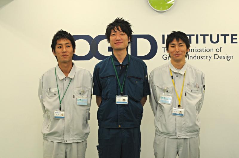 左から安藤氏、趙氏、岩谷氏