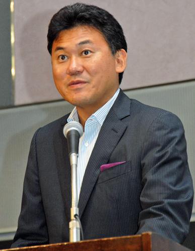 楽天の代表取締役会長兼社長である三木谷浩史氏。7月の海外戦略以来、公の場では英語で話すことが多くなったが、今回は日本語での講演となった。「日本語で1時間もしゃべったのは久しぶり」