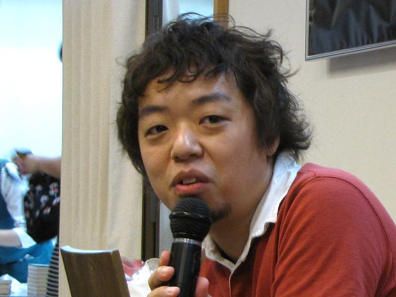 漫画家ユニット「うめ」の小沢高広氏。Kindle向け漫画の初回売上報告は「300数ドル」であることも披露していた