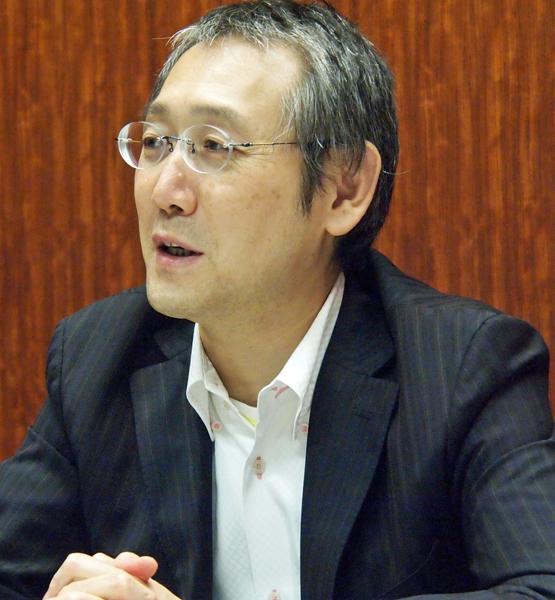 株式会社ウェブテクノロジ 取締役兼企画営業グループ部長 田中圭一氏。「コミPo!」のプロデュースを担当、コミPo!製作委員会の委員長という肩書きも持つ。「ドクター秩父山」「神罰」などの著作を持つ兼業マンガ家としても知られる