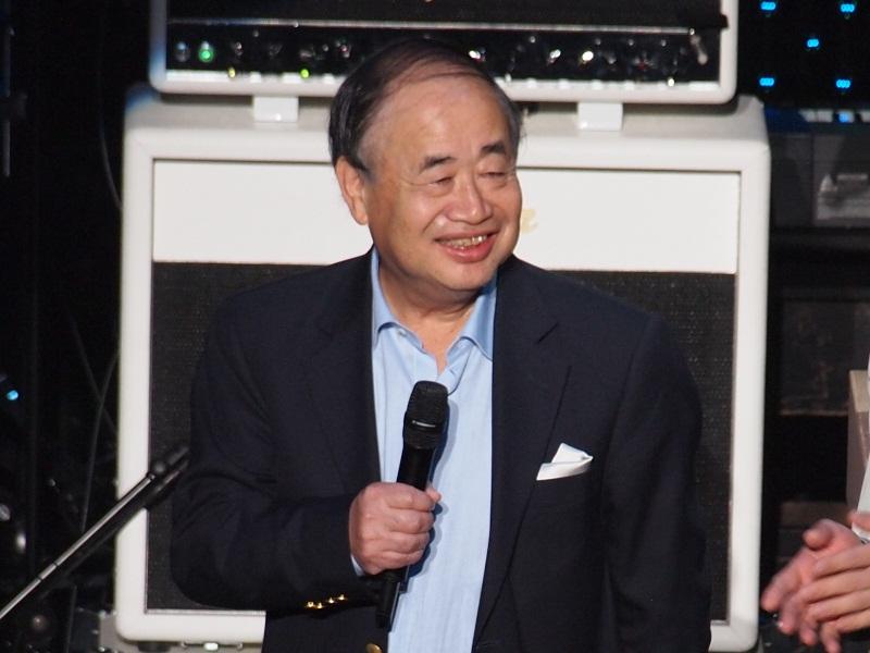 28日夜、東京・渋谷のSHIBUYA-AXで開催された「ニコニコ動画」のイベント「ニコニコ大会議2010秋~それはロックか?~」には、角川グループホールディングスの角川歴彦会長も登場した