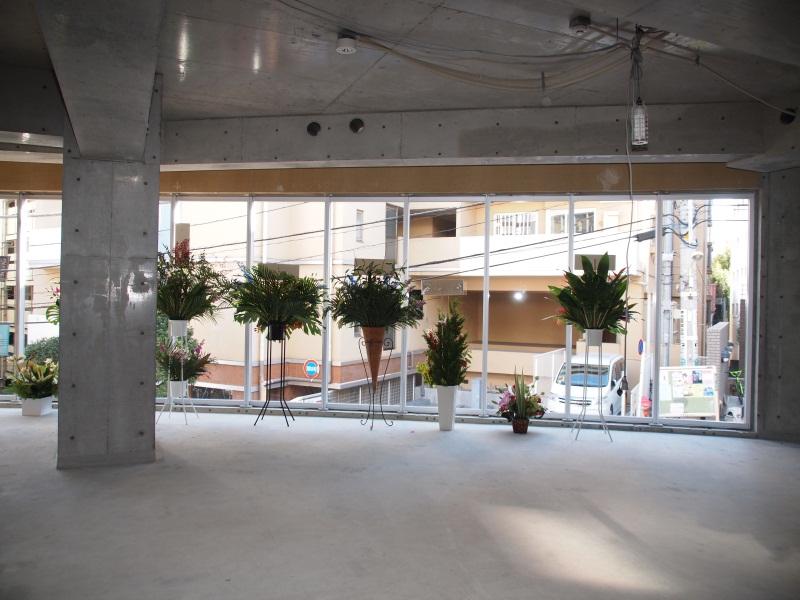 2階はカフェになる予定だが、まだ工事中