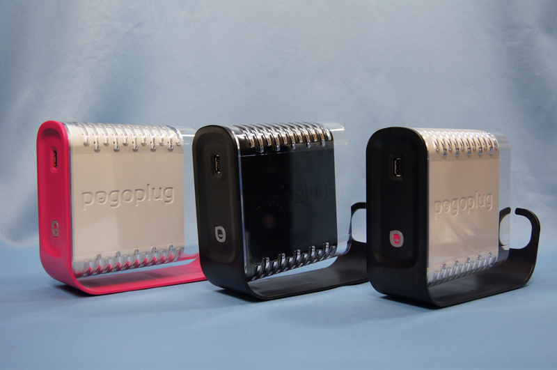 左から米国版Pogoplug、日本版Pogoplug、米国版Pogoplug Biz